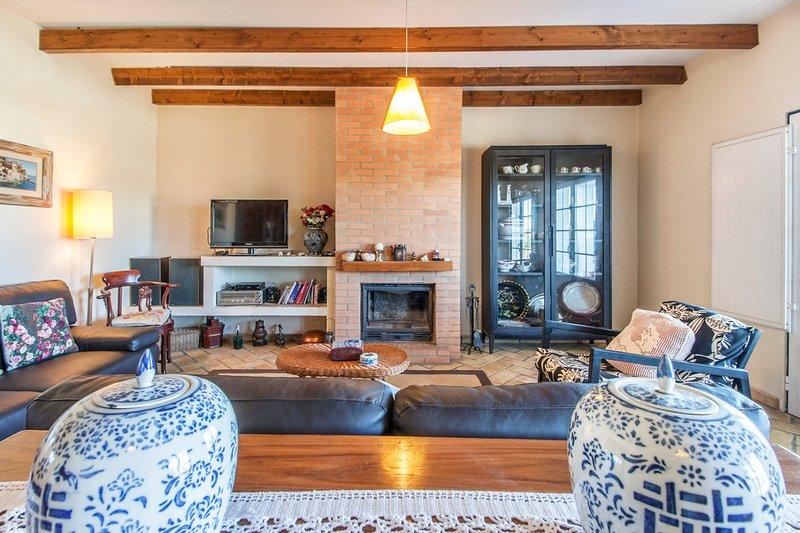 Vale de Silves Villa Sleeps 9 with Pool - 5794098, casa vacanza a Espargal