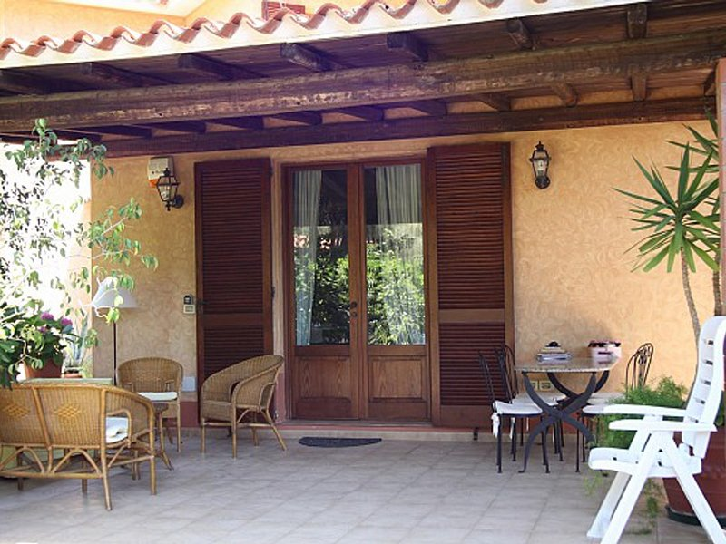 Pula Villa Sleeps 9 with WiFi - 5248046, holiday rental in Porto Columbu