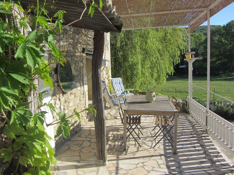 Mas du Marin, au milieu de 24HA ,piscine chauffée, proches de toutes commodités., location de vacances à Valaurie