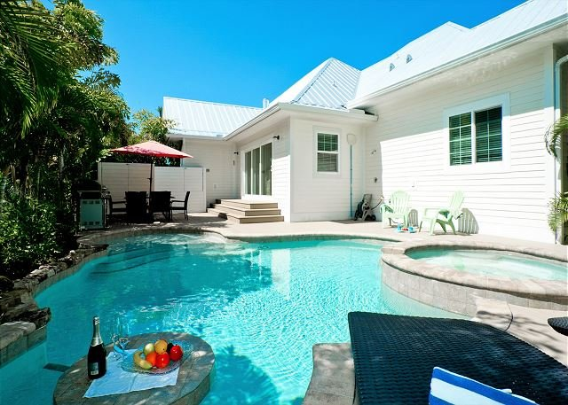 It's my Dream - private heated pool, 2 minute walk to the beach! Pet friendly, holiday rental in Holmes Beach