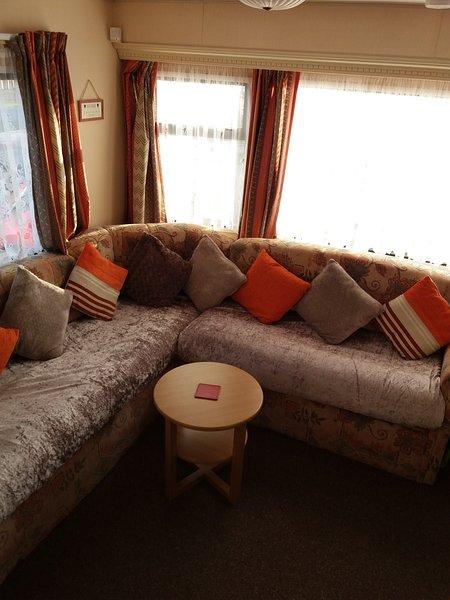 8 BERTH, 3 BEDROOMED CARAVAN, GOLDEN PALM RESORT - FAMILIES ONLY, vacation rental in Chapel St. Leonards