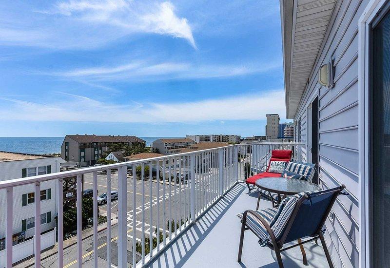 Great Balcony Area  with Oceaan Views