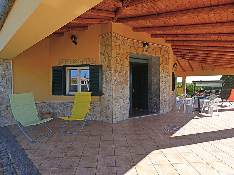 Cefalino Villa Sleeps 4 with Pool and WiFi - 5247423, vacation rental in Floridia