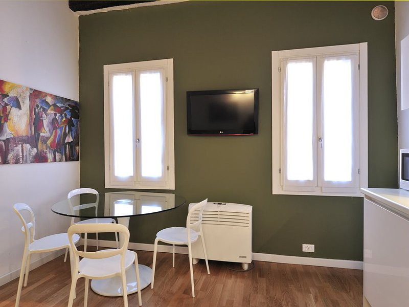 Venice Apartment Sleeps 4 with Air Con and WiFi - 5248483, vacation rental in Punta Sabbioni
