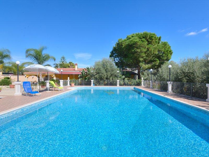 Floridia Villa Sleeps 4 with Pool Air Con and WiFi - 5247416, location de vacances à Floridia