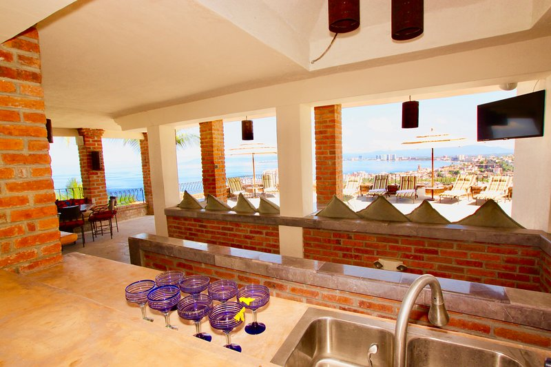 5 to 12 Bedroom Villa  Amazing Views Pool, vacation rental in Puerto Vallarta