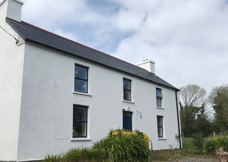 Charming Traditional 3 bedroom House, holiday rental in Durrus