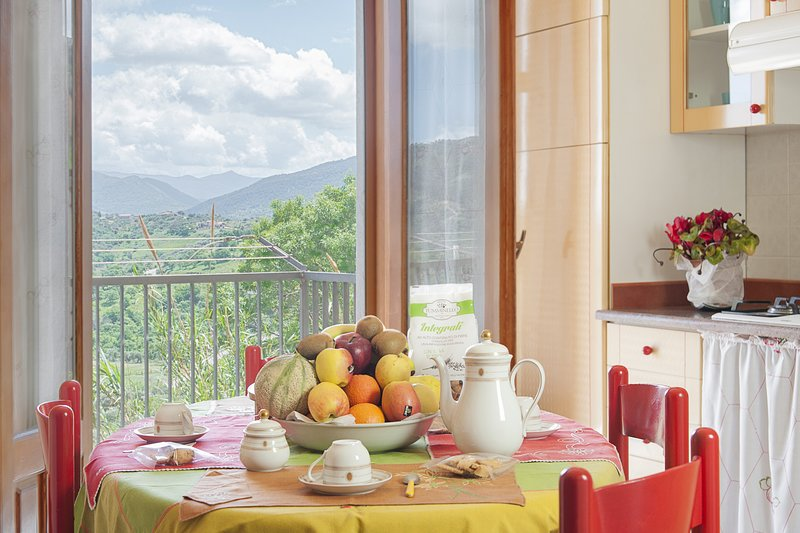 Smile Apartment with views by Wonderful Italy, vacation rental in Isnello