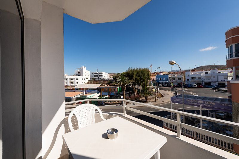 Apt. 5 Next to the Beach + Private Terrace, location de vacances à Cornisa del Suroeste