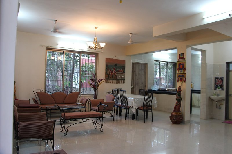3 BHK Holiday bunglow at Neral - matheran road with bathtub, holiday rental in Neral