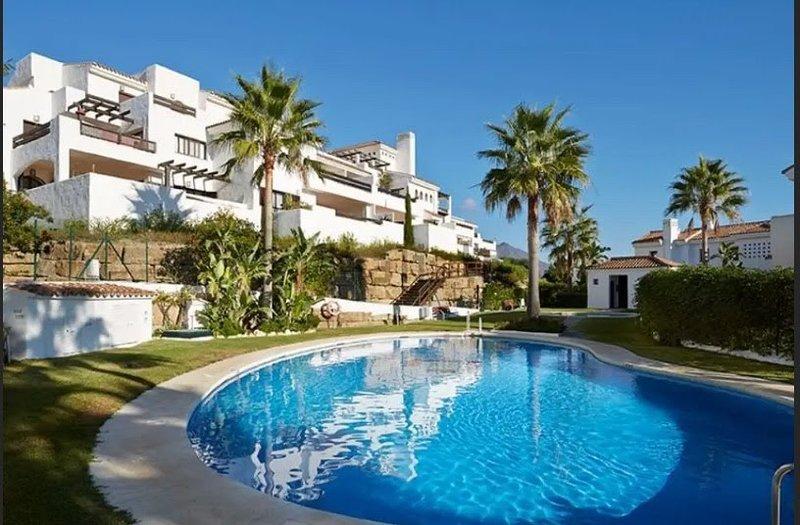 Beach apartment with chill out terrace, alquiler de vacaciones en Casares