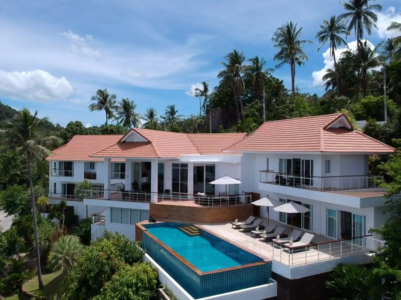 Villa Rocca, Luxury Seaview Villa, 5BR, with Infinity Pool, Spa & Gym, Ko Samui, vacation rental in Chaweng