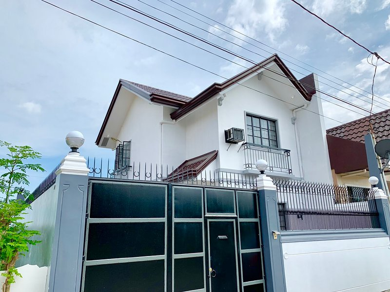 Modern Italian-Vacation House!, vacation rental in Quezon Province