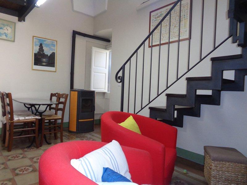 grazioso appartamento con balcone, holiday rental in Collemeto