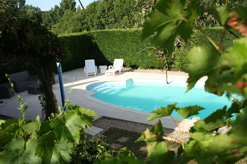Beautiful 2 bedroom gite in the picturesque Deux Sevres region of France, vacation rental in Thorigne