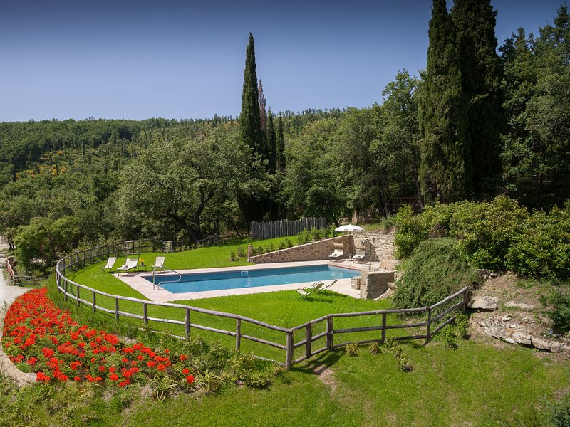 Le Poggiacce Villa Sleeps 12 with Pool Air Con and WiFi - 5674834, holiday rental in Antria