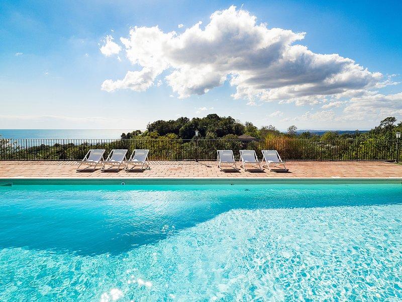 Milo Villa Sleeps 12 with Pool Air Con and WiFi - 5690569, location de vacances à Milo