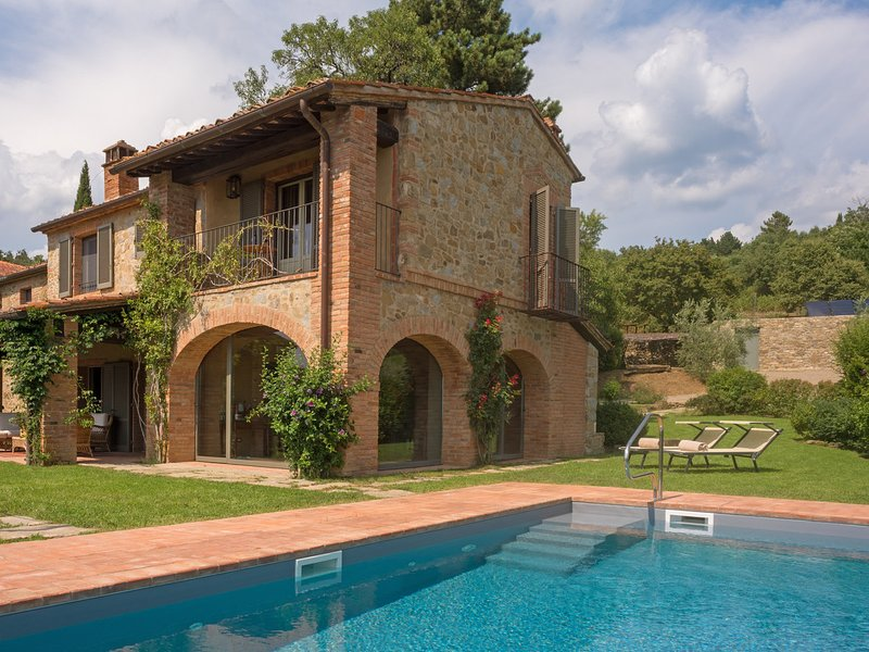 Le Poggiacce Villa Sleeps 22 with Pool Air Con and WiFi - 5674979, holiday rental in Antria