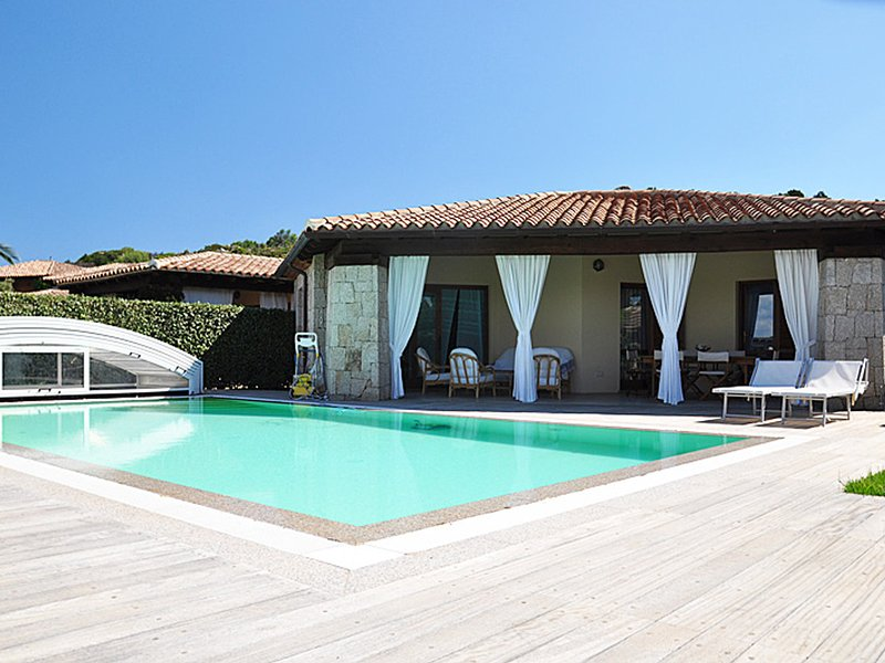Costa Coralina Villa Sleeps 7 with Pool Air Con and WiFi - 5248075, vacation rental in Porto Istana