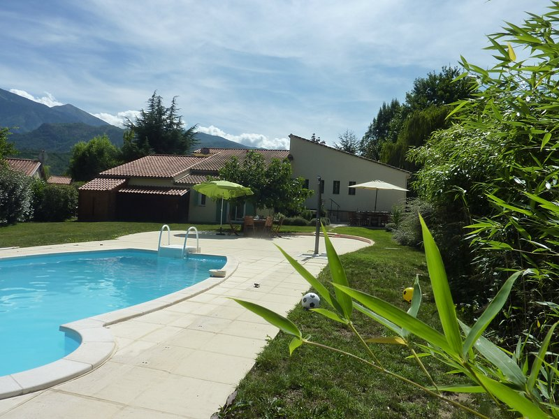 L'oiseau chantant - lovely villa with private pool, garden, parking and WIFI, holiday rental in Fuilla