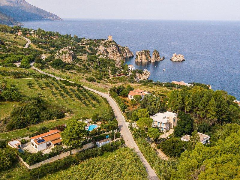 Scopello Villa Sleeps 10 with Pool Air Con and WiFi - 5247366, holiday rental in Villaggio Sporting