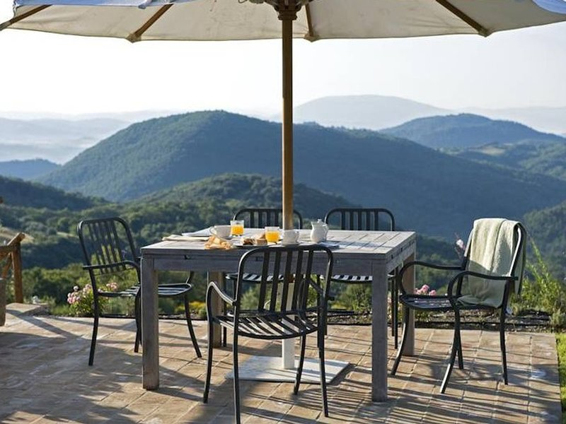 Palazzo Guglielmi Villa Sleeps 8 with Pool Air Con and WiFi - 5247528, holiday rental in Perugia