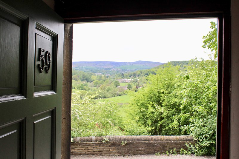 Fabulous former weavers cottage overlooking the Valley - fab scenery and walks, holiday rental in Grange Moor