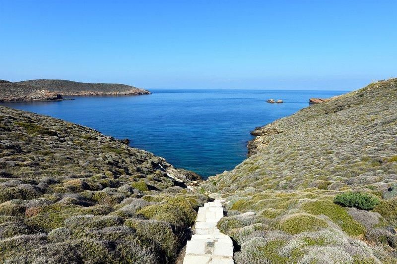 Charming Waterfront Retreat – semesterbostad i Otzias