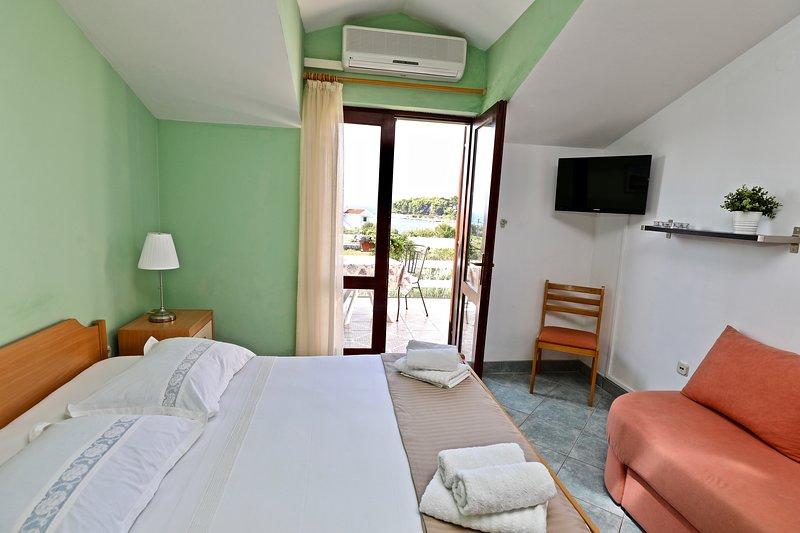 Cosy Private Studio ★ Sea View  ★ City Getaway, aluguéis de temporada em Sucuraj
