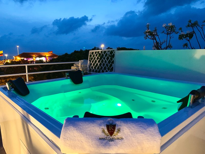 Triplex Penthouse 2BR Old City Private Jacuzzi!, vacation rental in Cartagena
