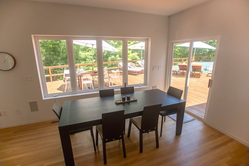 Dining area, extends to a seating for 8 people.
