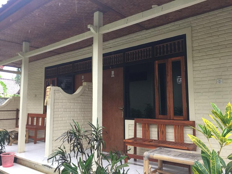Puri Aries Tulamben Bungaows, vacation rental in Bunutan