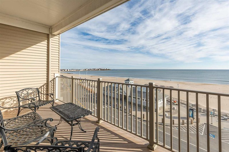 """Big Surf"" - Oceanfront, holiday rental in Hampton"