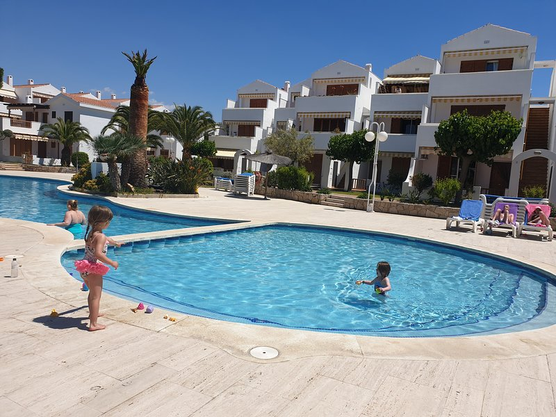 ESTIVAL PARK PLAYA LA PINEDA HASTA 8 PAX., vacation rental in La Pineda