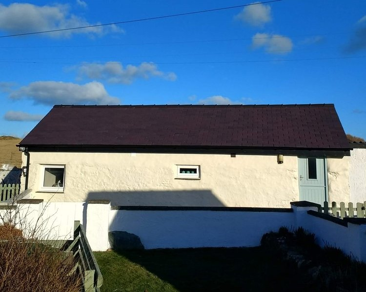 The Outbuilding at Tyn Llan, vacation rental in Cemaes Bay