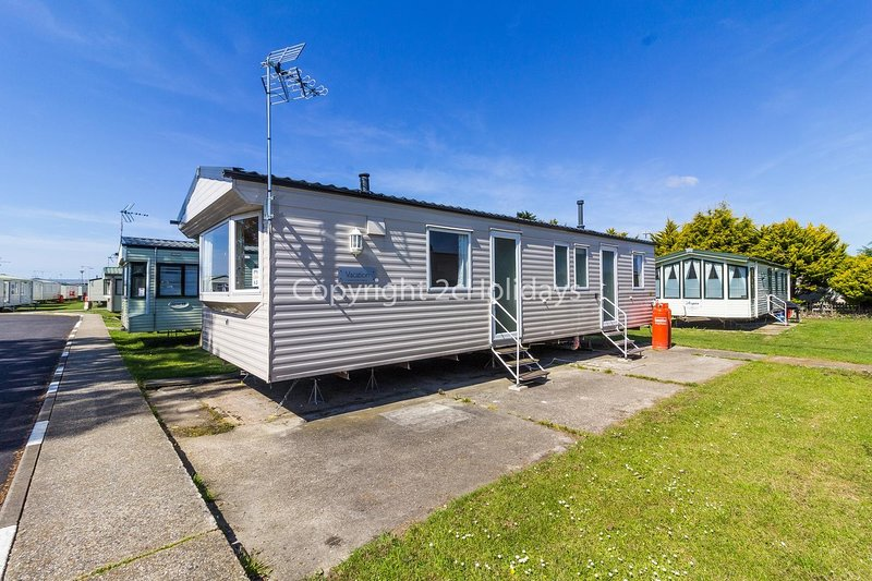 8 berth static caravan for hire at Seawick holiday park in Essex ref 27063S, holiday rental in Clacton-on-Sea