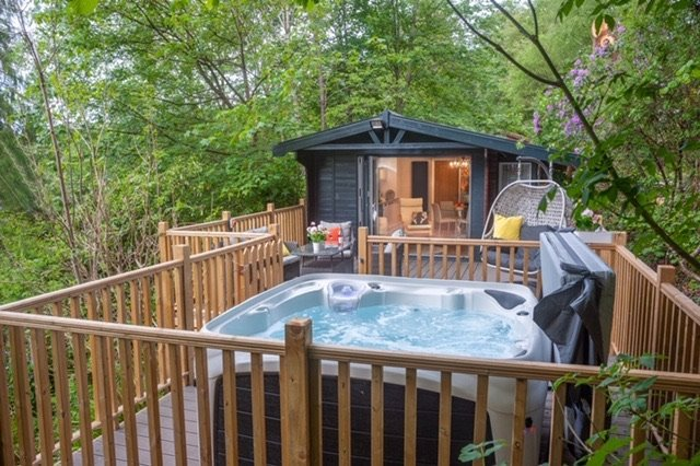 Boutique Luxury Lodge with Hot Tub Windermere, holiday rental in Bowness-on-Windermere
