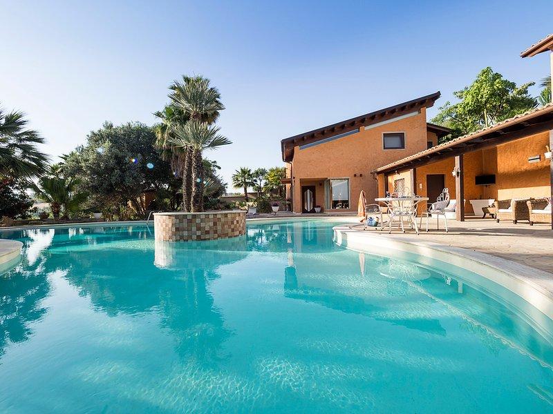 Agrigento Villa Sleeps 14 with Pool Air Con and WiFi - 5312299, vacation rental in Raffadali