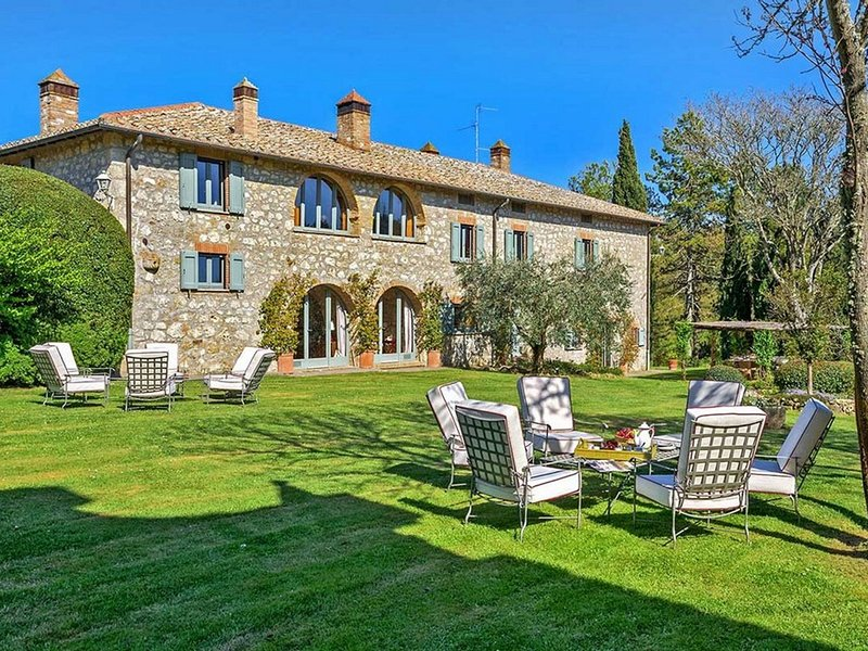 Sarteano Villa Sleeps 10 with Pool and WiFi - 5714317, vacation rental in Sarteano