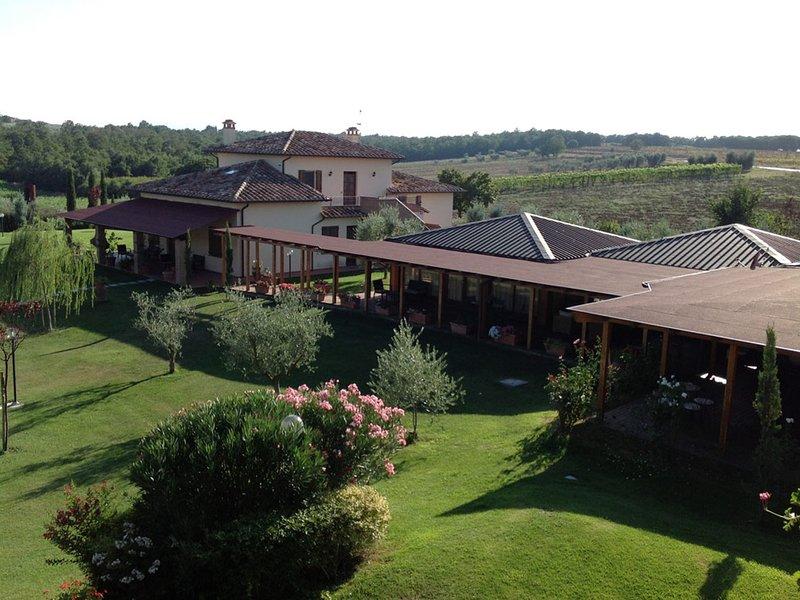 Ranciano Villa Sleeps 34 with Pool Air Con and WiFi - 5247504, casa vacanza a Palazzetta
