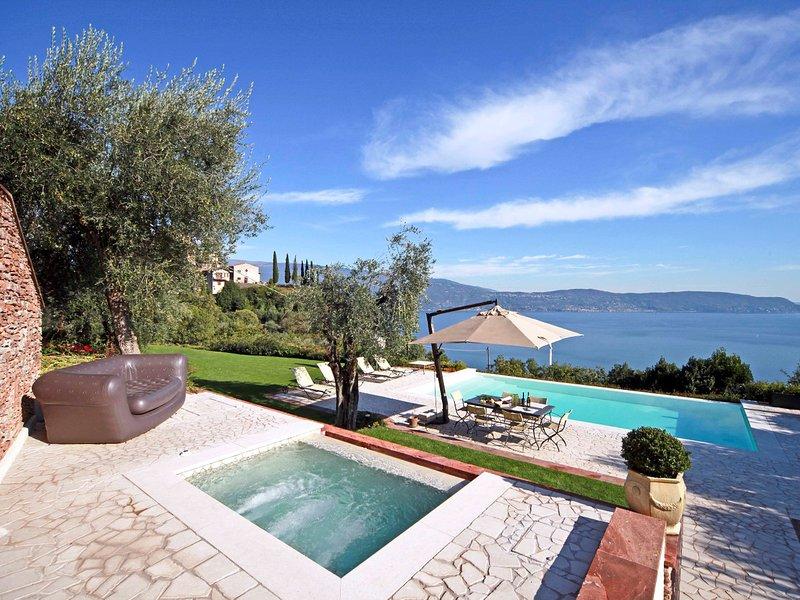 Gaino Villa Sleeps 8 with Pool Air Con and WiFi - 5248590, casa vacanza a San Giorgio