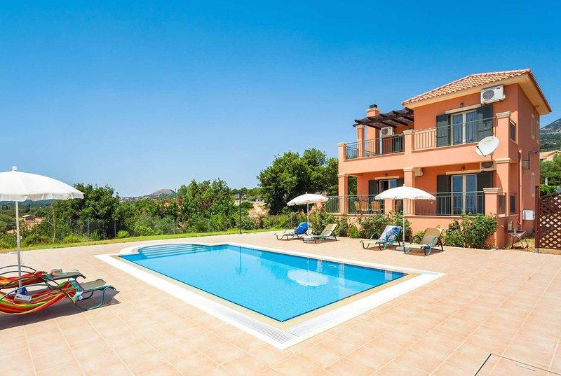 Well-located villa close to Lourdes & Trapezaki, vacation rental in Mousata