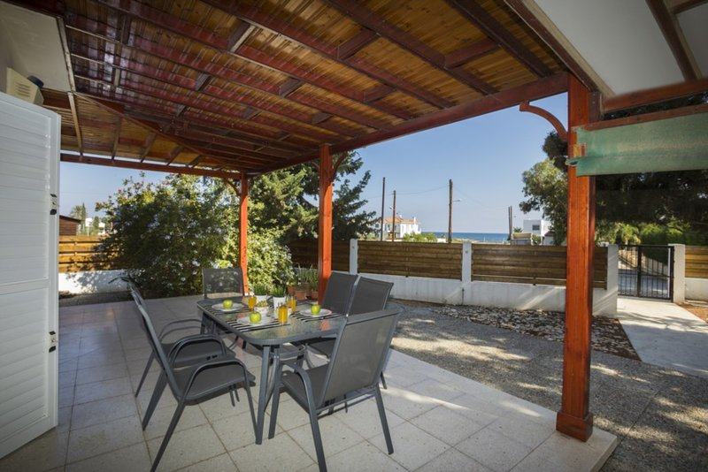 Your Beautiful Holiday Villa minutes from the beaches, Villa Larnaca 1013, alquiler vacacional en Pervolia