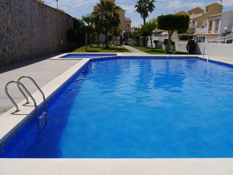 NICE VIEWS to Alicante, Monte y Mar, Shared Pool, holiday rental in Gran Alacant