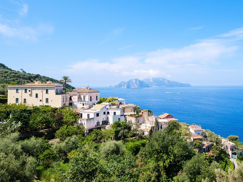 IL TERRAZZO DI MARIA - charming house overlooking Capri, vacation rental in Roncato