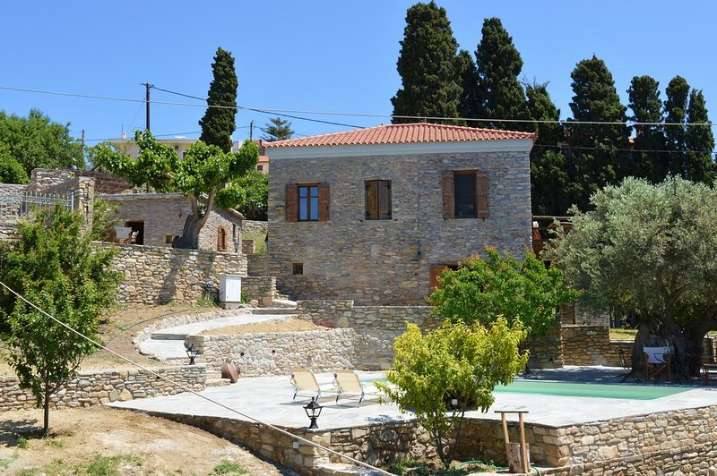 Traditional Country House with pool-Your home away from home-The House of Prince, location de vacances à Eubée