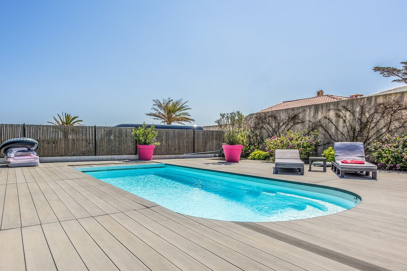 210978 villa with 3 bedrooms, 2 bathrooms, heated pool 8 x 4, beach at 100 mtr., holiday rental in Sainte-Maxime