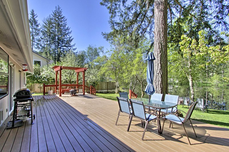 Sit on the deck with your morning coffee as you admire the lake's calm waters.