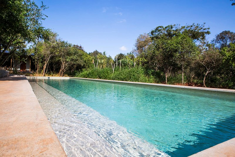 The Red Cottage With Pool In A Wild Garden, Karen, vacation rental in Kiserian
