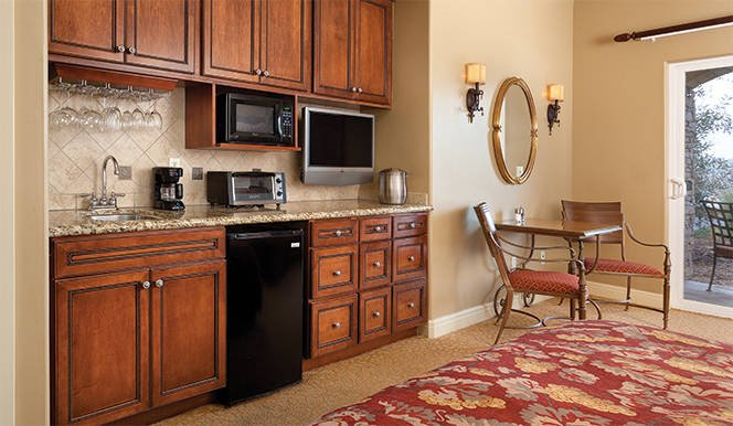 Luxury Studio with full kitchenette - Vino Bello Resort, holiday rental in American Canyon